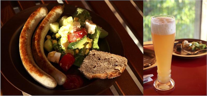 Grillwürstchen und Salat