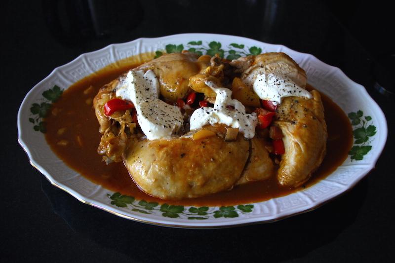 Hühnerpörkölt
