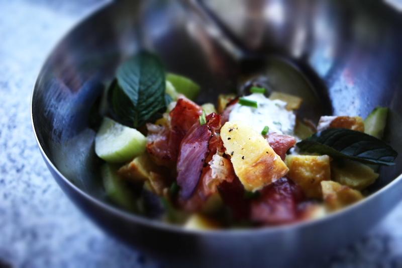 Salat mit Kartoffeln und Minze