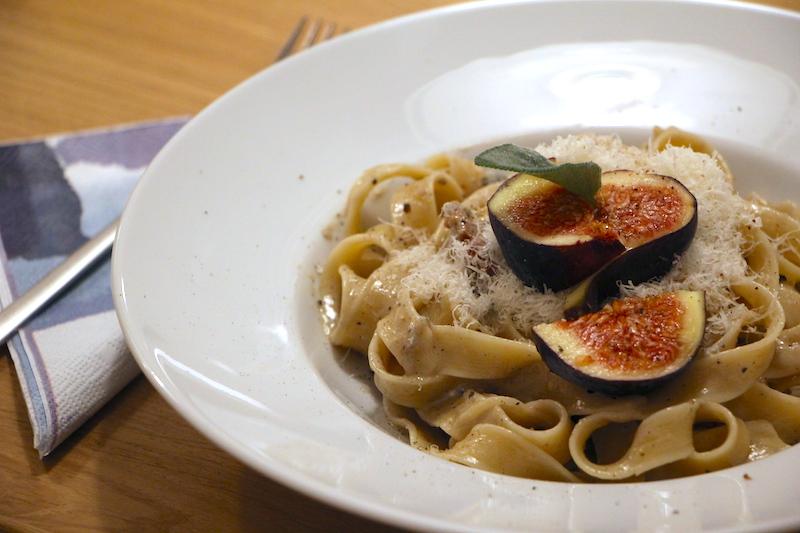 Pasta Formaggio mit Feigen